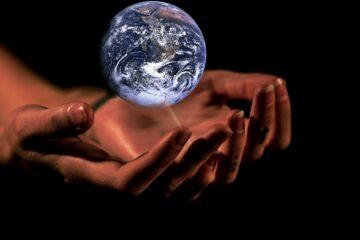 Jorden beskyttet af hænder