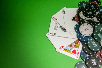Poker kort og jetoner